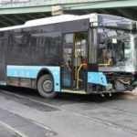Kontrolden çıkan otobüs tramvay yoluna girdi: Seferler durdu
