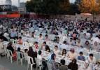50 bin komşu birlikte iftar açtı