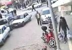 Acemi şoför park halindeki araçlara çarptı