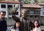 Amasya'ya selfie çeken şehzade heykeli!
