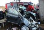 Çorlu'da otomobil köprü ayağına çarptı