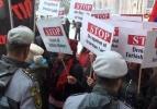 Davutoğlu'na Erivan'da çirkin protesto