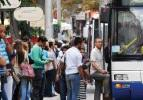Eski Başbakan Yardımcısı belediye otobüsünde