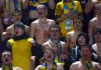 Fenerbahçe maçında kadın taraftar soyundu