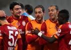 Galatasaray'da Riera ve Amrabat gitti