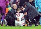 G.Saraylı futbolcu hastaneye kaldırıldı