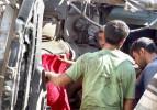 Hatay'da TIR devrildi: 2 ölü