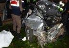 Kamyon otomobile çarptı: 1 ölü, 2 yaralı