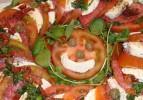 Pastırmalı Peynirli Domates Salatası