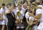 Şampiyon Arkas Spor kupasını kaldırdı