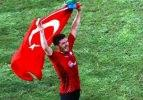 Maçtan sonra Türk bayrağıyla tur attı!