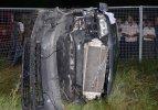 Tren otomobile çarptı: 1 ölü 2 yaralı