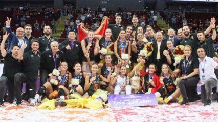 Başbakan'dan dünya şampiyonu Eczacıbaşı'na tebrik
