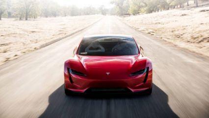 Elon Musk, yeni otomobili Tesla Roadster'ı tanıttı! Özellikleri ve fiyatı?