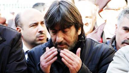 Skandal sözlerin ardından mezarına gidip dua etti!