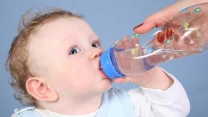 Bebeklere su verilmeli mi?