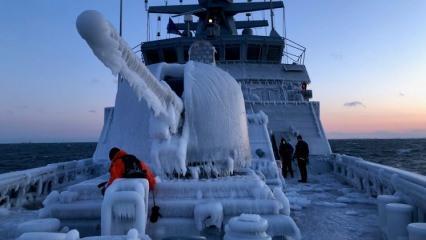 NATO savaş gemileri buz kesti!