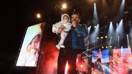 Kenan Doğulu konserinde bebek sevgisi!
