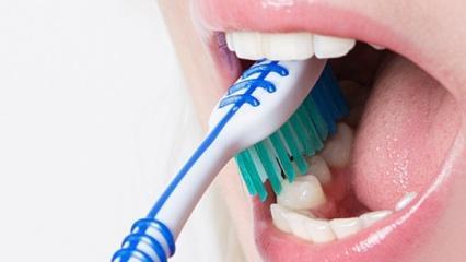 Diş fırçalamak orucu bozar mı? Oruçluyken diş fırçalamanın hükmü...