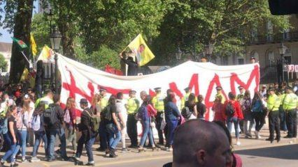 PKK'lıların Londra'da açtığı pankarta dikkat!