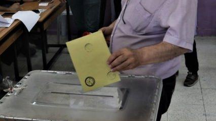 Sahte oy kullanmaya çalışan 3 kişi yakalandı!