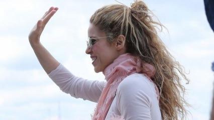 Shakira tekneyle Boğaz'a açıldı!