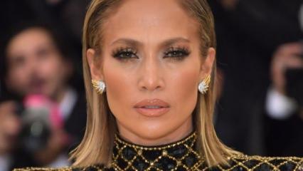Jennifer Lopez'in giydiği kot çizme alay konusu oldu!