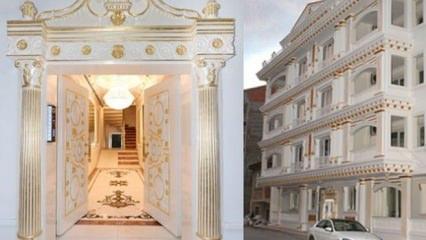 Altın kaplama apartman görenleri hayrete düşürüyor