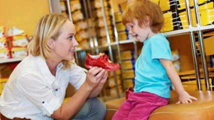 Büyük numara ayakkabı giymek çocuklar için zararlı mı?