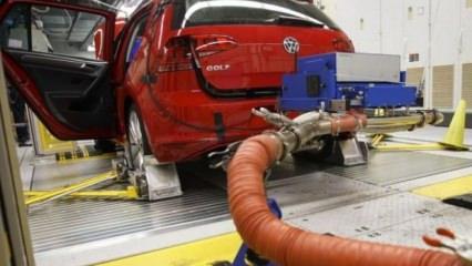 Avrupa Birliği (AB) Komisyonu, benzinli ve dizel araçlara yönelik temiz emisyon teknolojileri geliştirilmesini engelledikleri şüphesiyle BMW, Daimler ve VW şirketleri hakkında soruşturma başlatma kararı aldı.