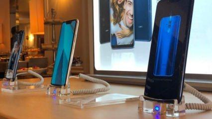 Çinli teknoloji devi Huawei'nin yeni telefonu Huawei Mate 20 Lite, bugün İstanbul'da gerçekleştirilen basın toplantısında duyuruldu. Gelecek ay Londra'da gerçekleştirilecek Huawei Mate 20 Pro telefonu öncesinde satışa sunulan cihaz, Huawei Mate 20 Pro'nun bir alt modeli...