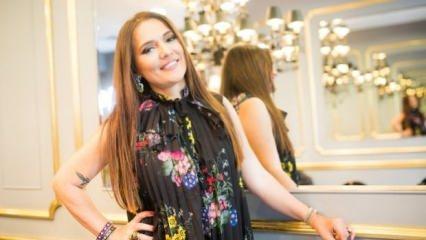 Ünlü şarkıcı Demet Akalın 40 bin TL'lik çanta takıyor!