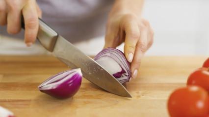 Eldeki soğan kokusu nasıl çıkar?