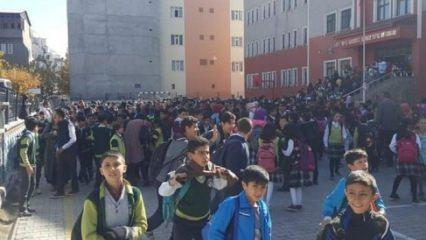 Ağrı'da korkutan deprem! Okullar boşaltıldı