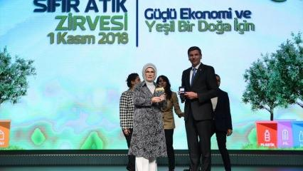 Emine Erdoğan: Külliye'ye çöp kamyonu girmiyor