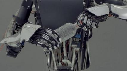 İnsan elini taklit eden robot geliştirildi