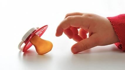 Emzik nasıl bırakılır? Bebekleri emzikten vazgeçiren etkili yöntemler