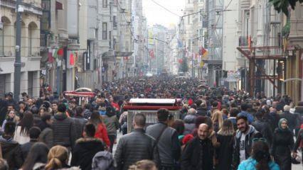 İstiklal Caddesi'nden insan seli aktı