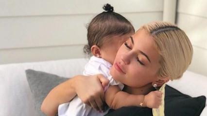 Ünlü model Kylie Jenner 'dan 2019'a damga vuran bebek paylaşımları!