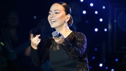 Ebru Gündeş yeni şarkısıyla ilk kez sahne aldı!
