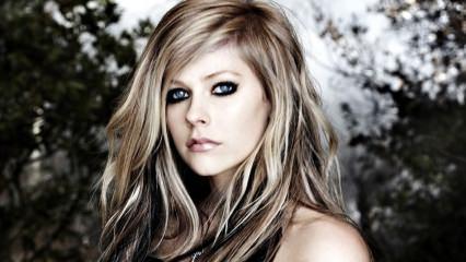 Avril Lavigne'den çarpıcı açıklama: Mutlu olmak istiyorum!