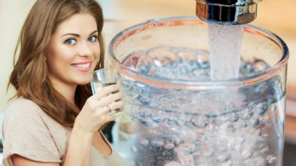 Çok su içmek kilo verdirir mi? Gece su içmek zararlı mı?