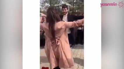 """Akın Akınözü sete gelen hayranı ile """"Reyhani"""" oynadı!"""