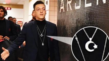 Mesut'un taktığı kolye Almanları çıldırttı