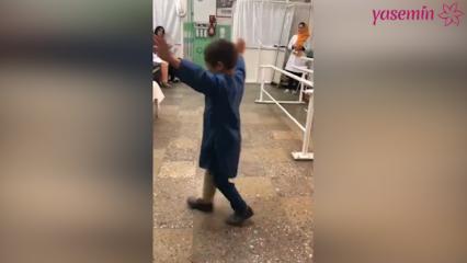 Afgan çocuğun protez bacak sevinci!