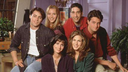 Friends dizisinin oyuncuları Courteney Cox  için bir araya geldi!