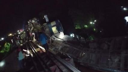 Üstünden tren geçen köprü çöktü!