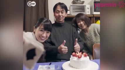 Doğum gününü sahte yakınlarla kutluyorlar!
