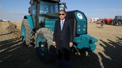 Tarihi gün! Başkan Erdoğan yerli elektrikli traktörü test etti