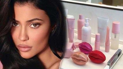 Kylie Jenner'ın dudakları parfüm oluyor!